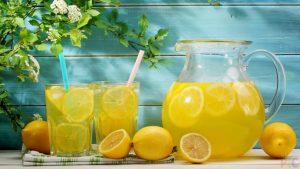 Можно добавить лимонный сок в стакан с содой
